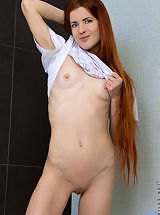 Sexy red head teases her tiny twat with shower head