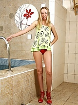Julia gets her blonde bush dripping wet